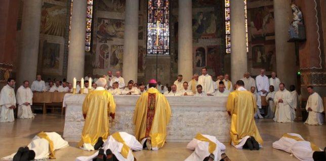 Ordination à la cathédrale de Nanterre